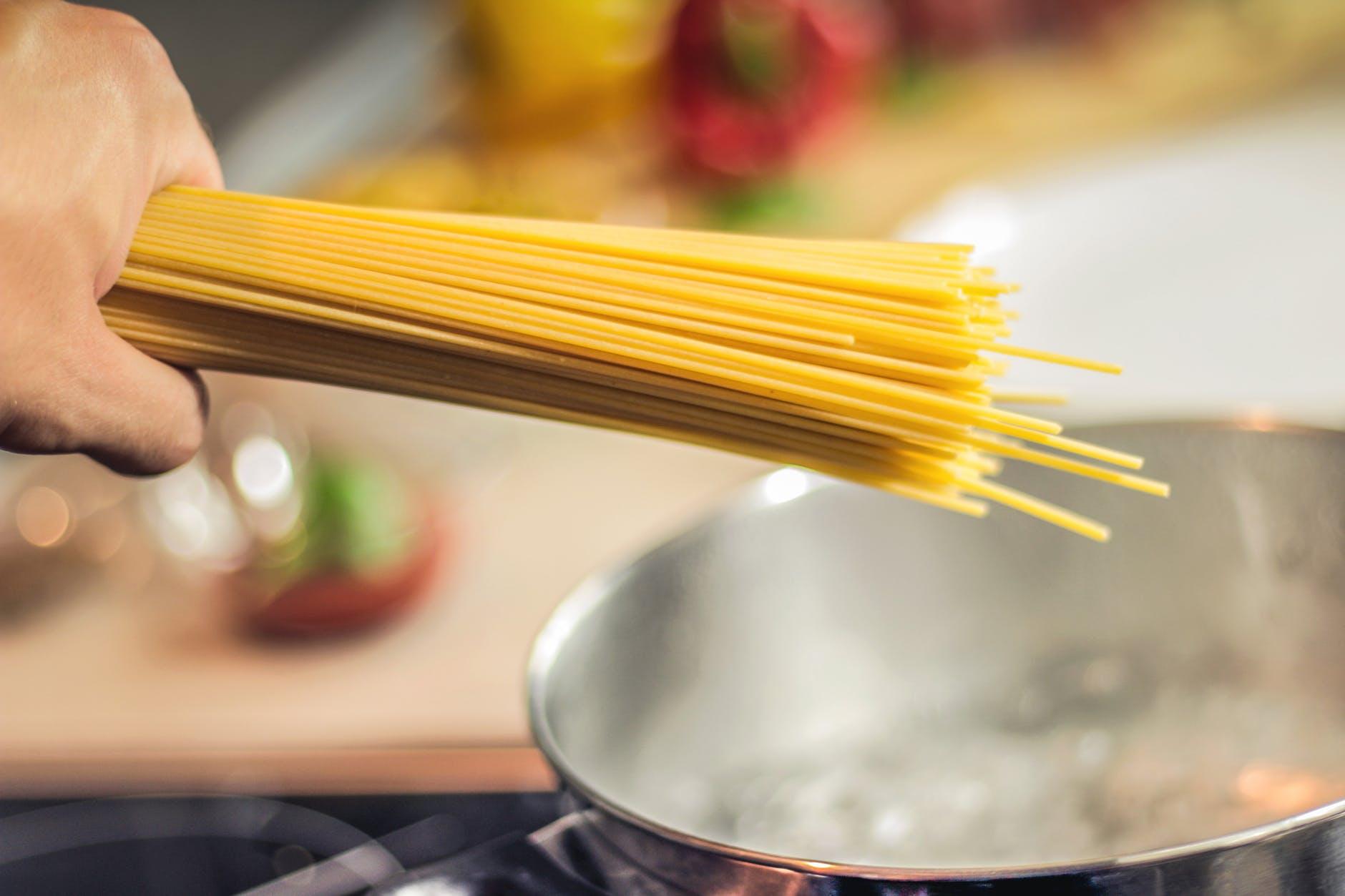 Fersk, italiensk spagetti